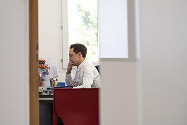 Collaborateur dans un des bureaux de l'office